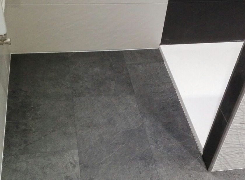 Pavimento vinílico quick step livyng en formato loseta