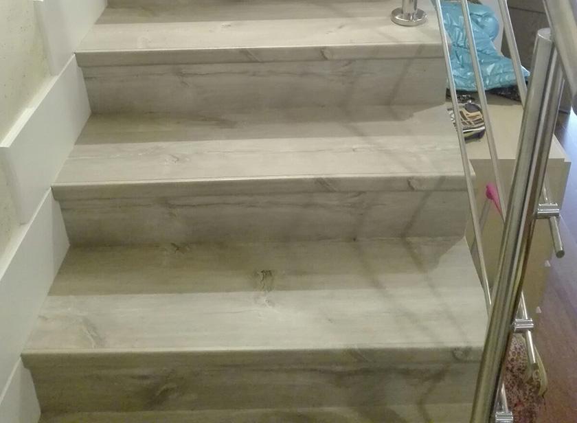 Revestimiento de laminado quick step en escalera